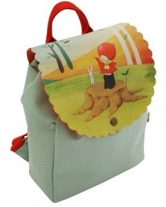 737pl02-poppi-loves-rucksack-catching-leaves-front_wr-not-final-image-spec-may-change